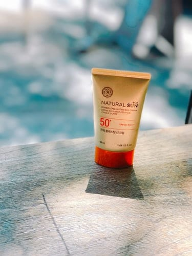 How To Apply SPF Over Makeup