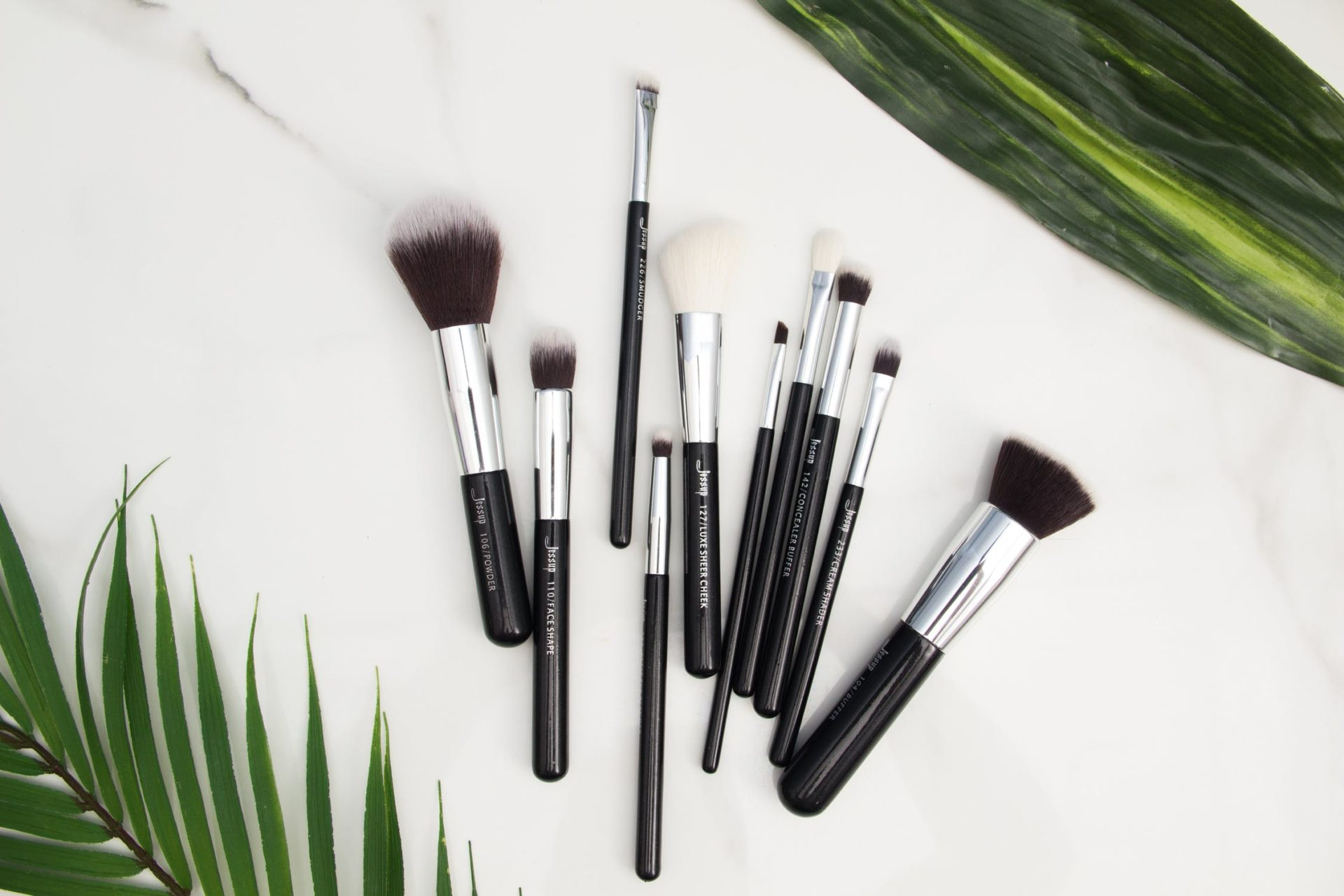 makeup brushes clean